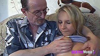 video titel: Grandfather seduces his granddaughter || porn tgas: amateur,blowjob,cheating,european,xxxdan