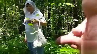 video titel: Naked in the forest and jerking off to a mushroom picker || porn tgas: amateur,jerking,masturbation,mature,voyeurhit