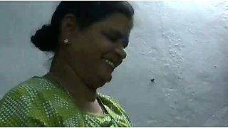 video titel: Mature and happy Indian aunty giving oily handjob on cam    porn tgas: aunty,camshow,handjob,indian,mylust