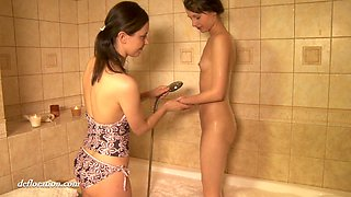 video titel: Russian 18 yo virgin Rita Ulyanova gets her pussy oiled up and finger fucked || porn tgas: 18 years old,fingering,fuck,oil,anysex