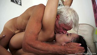 video titel: Teen hooks up with a grandpa and rides his elderly cock || porn tgas: anal,ass,blowjob,brunette,anyporn