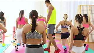 video titel: FitnessRooms Young teens fuck gym teacher || porn tgas: fitness,fuck,teacher,young teen,drtuber