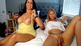 video titel: Gorgeous trannys fun with brunette cougar cammed    porn tgas: brunette,cougar,fun,gorgeous,