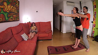 video titel: Sneakily Fucking My Yoga Trainer In Front Of My Sister || porn tgas: amateur,european,fuck,high definition,xhamster