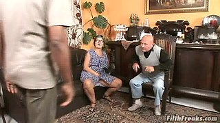 video titel: Granny Mammy wears glasses while being fucked by a black man || porn tgas: black,ebony,fuck,glasses,bravotube