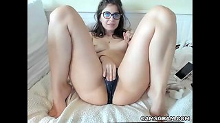 video titel: Sensual Nerdy Camgirl Masturbates For Tippers || porn tgas: brunette,camgirl,glasses,lingerie,bravotube