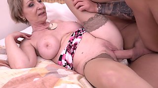 video titel: Hot milf and her younger lover || porn tgas: blonde,hardcore,high definition,mature,xhamster