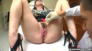 video titel: Doctor heals her pussy with his magic wand    porn tgas: blowjob,brunette,closeup,doctor,anyporn