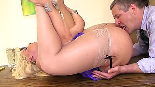 video titel: Alura Jenson clerk a chance to do whatever he wants with her body || porn tgas: blonde,cumshots,foot,lingerie,sexvid