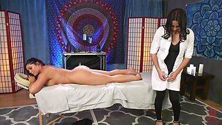 video titel: buxom brunette jasmeen wants a full service from tranny masseur    porn tgas: brunette,shemales,tranny,looporn