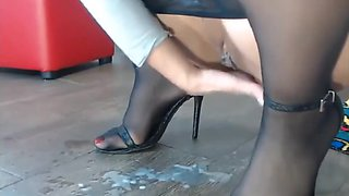 video titel: Pantyhose Milf, Extreme Squirting Pussy, Sexy Nylon feet in heels.    porn tgas: amateur,big ass,brunette,extreme,