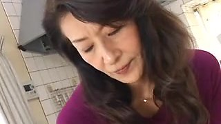 video titel: Old and horny Asian mom sucking big dick in bathroom || porn tgas: asian,bathroom,big cock,horny,hotmovs
