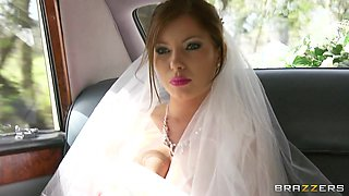 video titel: Sexy bride Donna Bell lets Danny D fuck all her holes in a limo || porn tgas: anal,big tits,blowjob,bride,anyporn