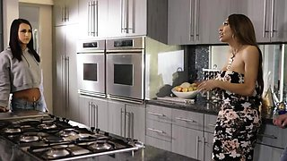 video titel: Tbabe Jessy Dubai deepthroats handsome Colby in the kitchen || porn tgas: deepthroat,kitchen,shemales,