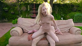 video titel: Skinny blonde and neighbor guy practice sex on a couch outdoors || porn tgas: blonde,college,couch,doggy,avideos