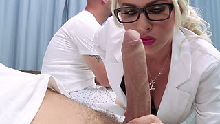 video titel: Busty head nurse Gigi Allens give best ever blowjob to horny patient Mick Blue || porn tgas: big cock,big tits,blonde,blowjob,anysex
